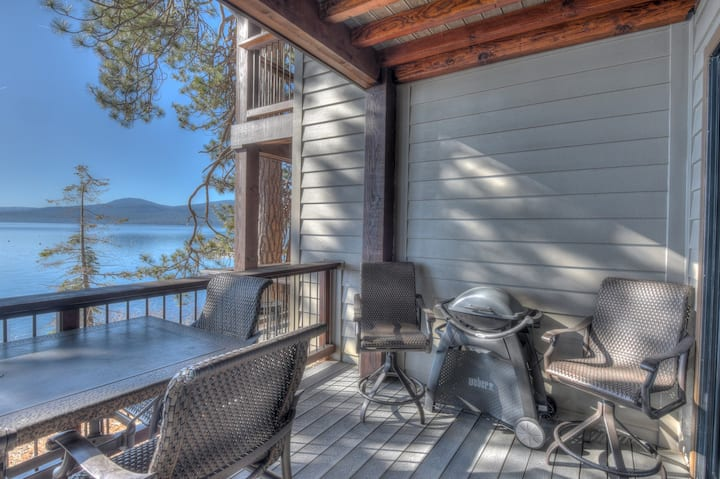 Brockway Springs Lodge - STEPS from lake, 15 min to Diamond Peak Ski Resort