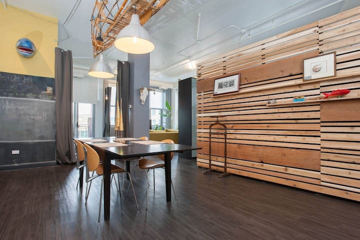 Huge modern loft at Chicago/Halsted