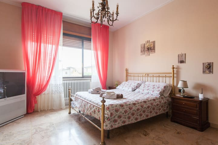 Villa Fiorita luxurious double room ensuite - Triginto - Villa