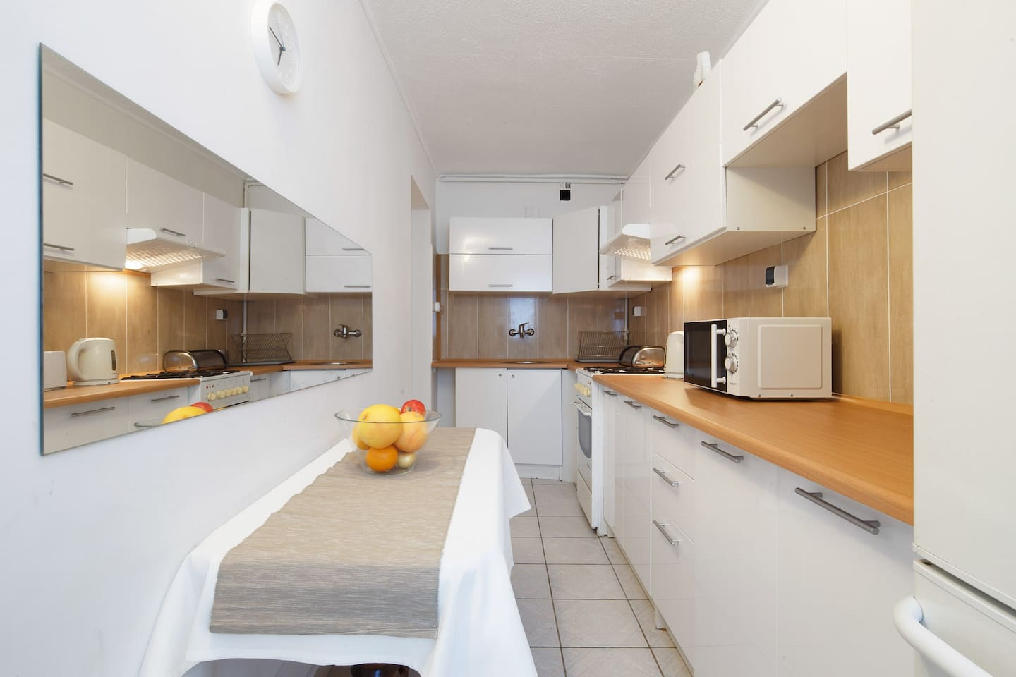 Kitchen equipped with fridge/freezer, microwave, stove, cooker, cooking utensils, pots and pans, crockery and cutlery. Kitchen is with a lake view, car park and view on the avenues taking you to our Silesia Park in one minute.