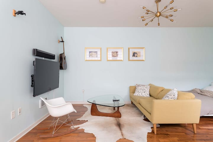 Perfectly located SOMA studio for 30+ day rental