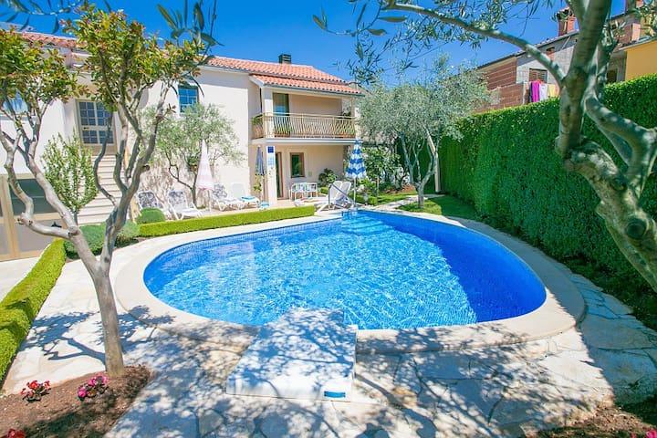 Casa Anna near Porec with swimming pool