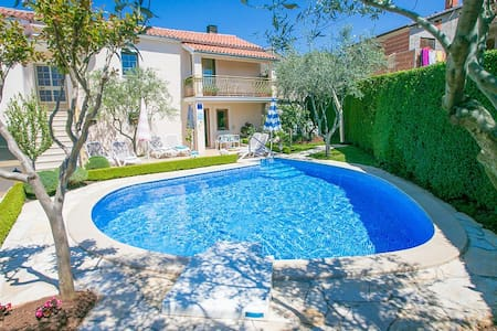 Casa Anna near Porec with Pool - Talo