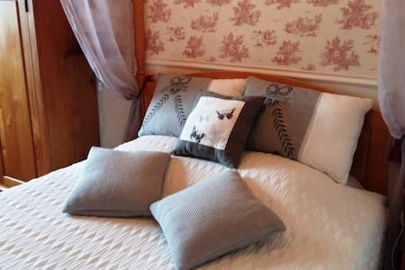"""Chambre """"Antan"""" : une de nos 3 chambres d'hôtes. - Espinasse-Vozelle - Bed & Breakfast"""