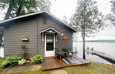 Calming Nest Cottage @ Halls Lake Resort