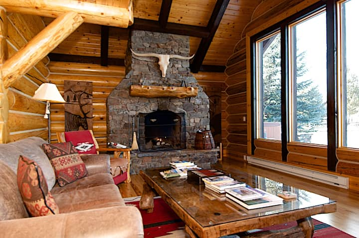 Western elegance, solitude and scenery with majestic Teton views