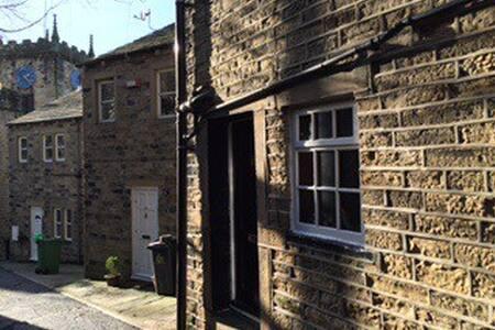 Eider - listed weavers cottage - Holmfirth - House