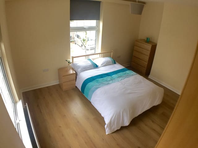 Clean comfortable stay, central to town centre.