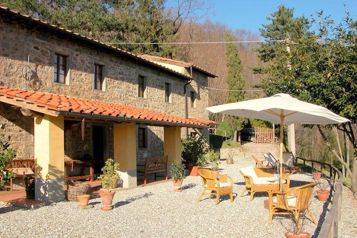 Casa de Campo Vintage en Pescia con Jacuzzi