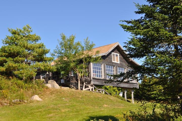 "Hayden Lake""Mainhouse"" fantastic lake view & peace"