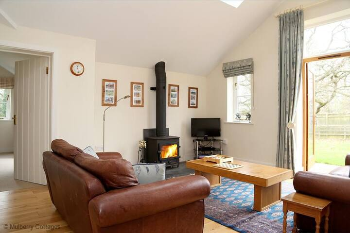 The Bothy at Fordcombe Sleeps 4, Quaint charming barn with the best of both worlds, in the depths of the country and yet close to Tunbridge Wells.