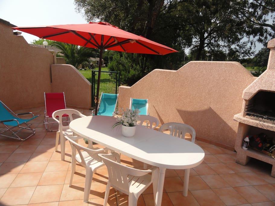 Haute corse mini villa en bord de mer avec piscine for Villa a louer en corse avec piscine