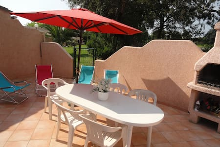 Haute Corse mini villa en bord de mer avec piscine - Santa-Maria-Poggio