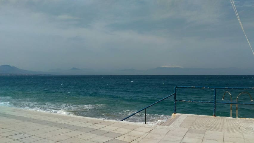 Close to the sea,quiet apartament. - Loutraki - Departamento