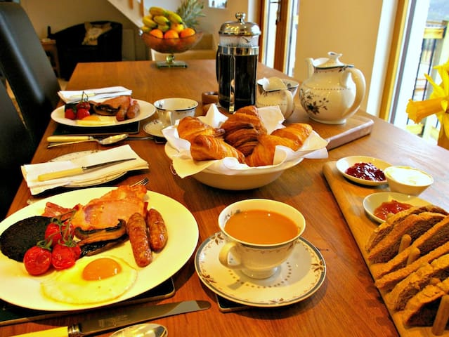 Your home in Glasgow, breakfast included, parking - Glasgow - Lejlighed