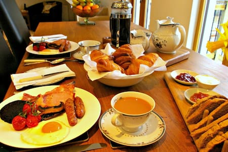 Your home in Glasgow, breakfast included, parking - Glasgow - Wohnung