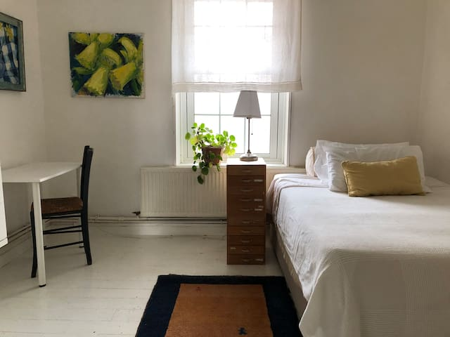 Light Spacious Private Room In Kentish Town