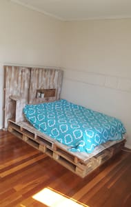 Cute old qlder with big room and easy going couple - Moorooka