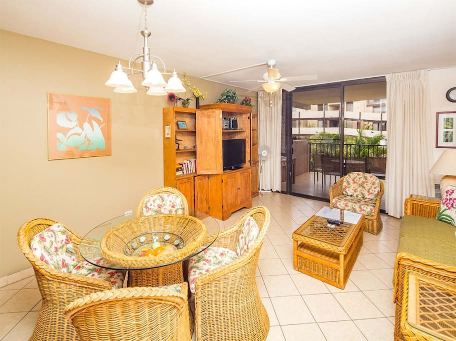 kamaole-1st-8207-living-room-01.jpg