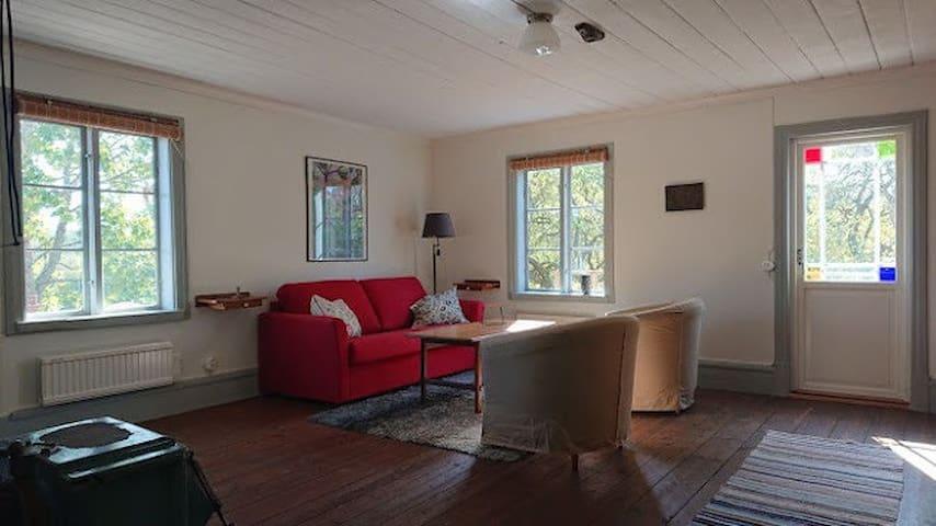 Ljus trivsam etagevåning i eget brygghus