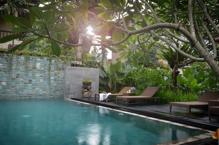 Cozy Room with Pool at Monkey Forest