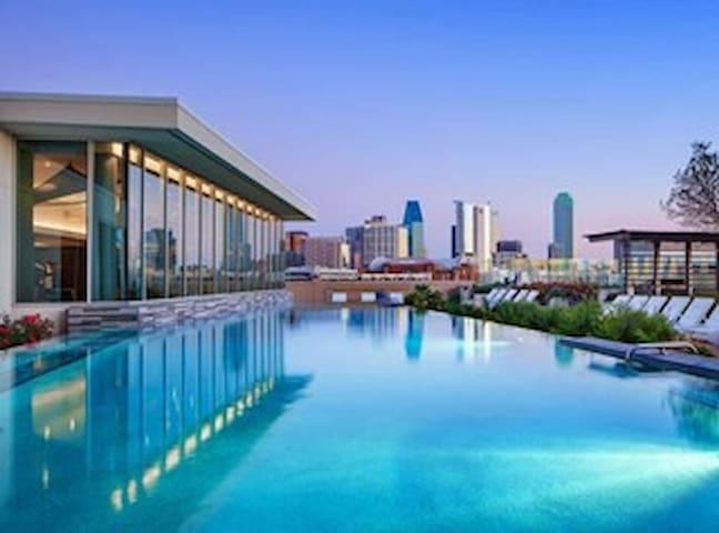 Luxurious High Rise the BEST Dallas Skyline Views! - Dallas - Apartment
