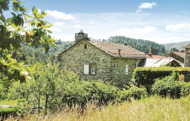 Beautiful home in PEYREMALE with 3 Bedrooms
