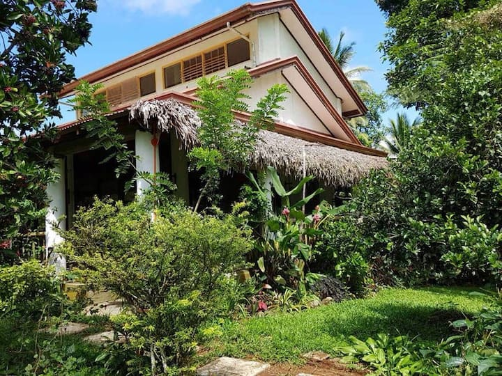 Tucked away simple 'farmhouse' amidst greenery