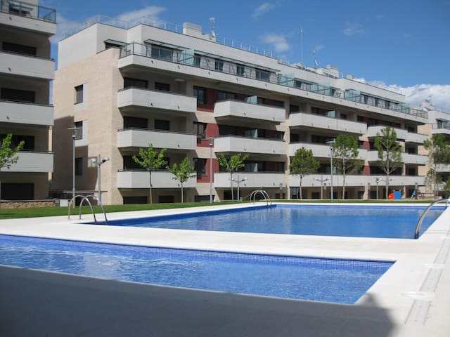NEW. Apt. with parking,near the beach for 6 pers,