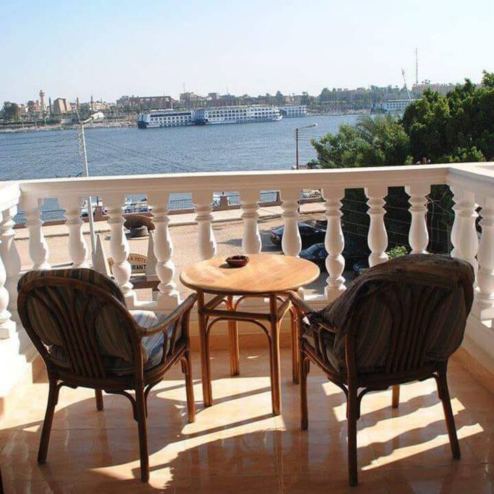 Cozy Room with best view in town on Nile River