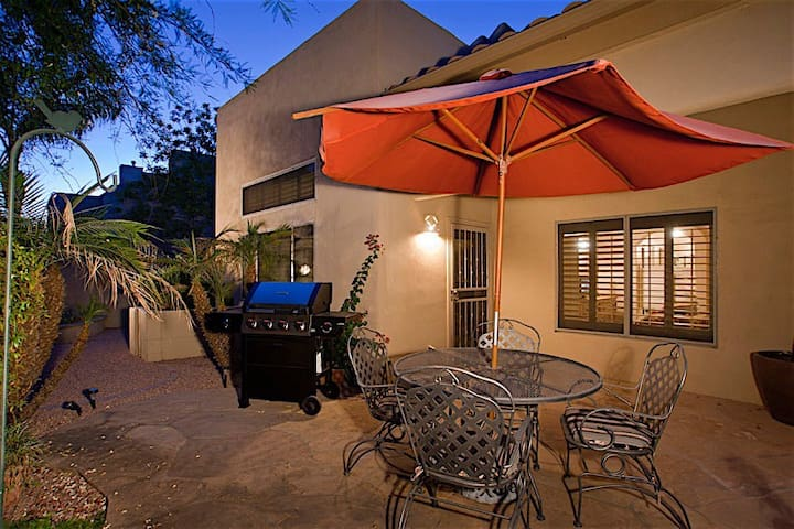 Arroyo Madera Spectacular 2 BR Townhome/ COM Pool/ Hot Tub/ North Scottsdale