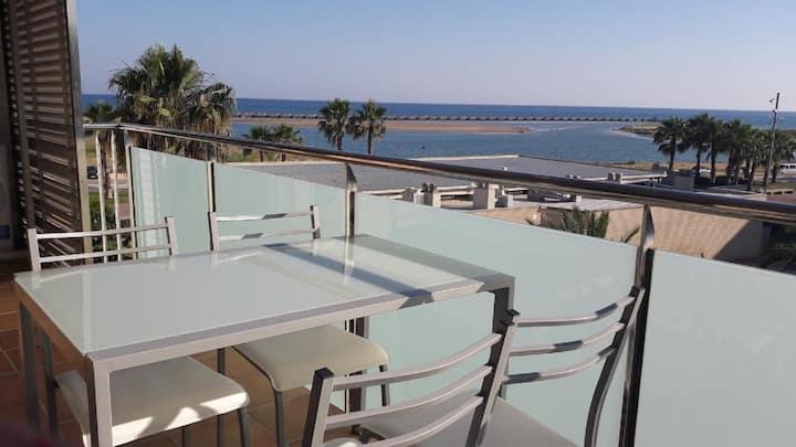 Apto.frente al mar: Wifi, Piscina, Pista y AireAc.