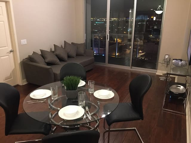 Strip View, Amenities, & Lots of Beds for Heads