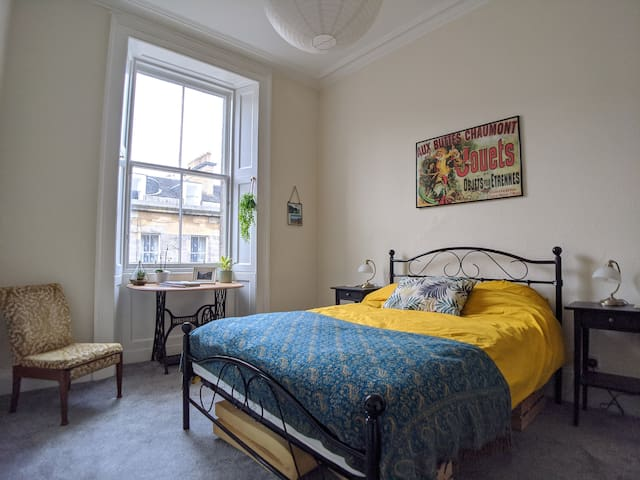 Stylish Georgian City Centre Double Bedroom