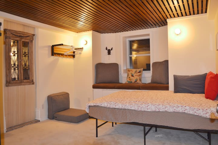 Great Location, Cozy and Quite Private Bedroom b1