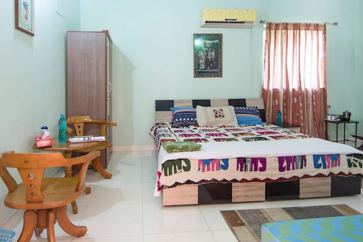COZY ROOM WITH AC & TV  @VIMANNAGAR - Pune - Dům