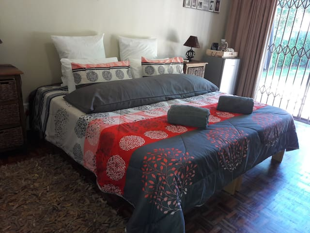 Paarl - The Labyrinth - Room #3 - King size bed
