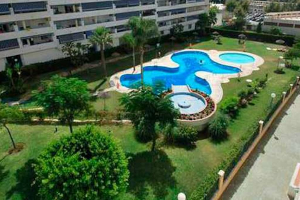 Large Swimming pool, Large Marbella Apartment, 50meter to sea, 15min to old town