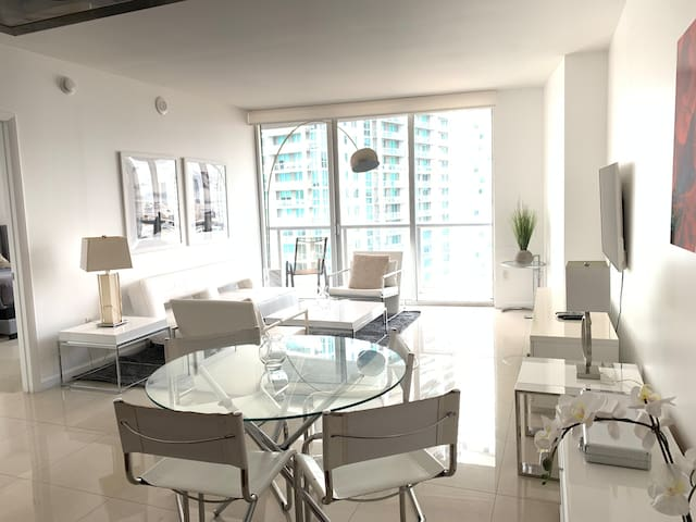 ICON BRICKELL •Direct City and River View•Free Spa