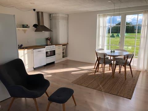 Privat gæste-lejlighed med fjordkig