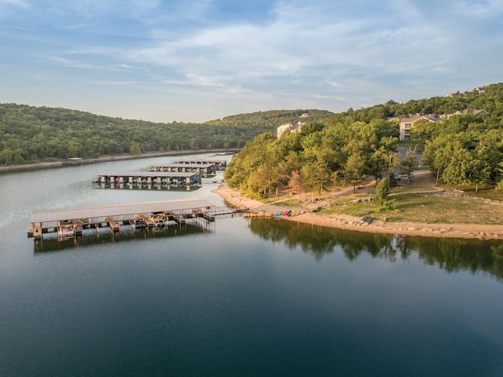 Holiday Inn Ozark Mountain Resort 2BR Suite, FRIDAY Check-In