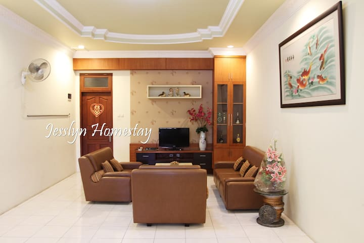 Jesslyn Homestay (Whole House)