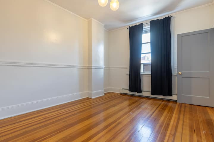 Spacious Full Room in North End