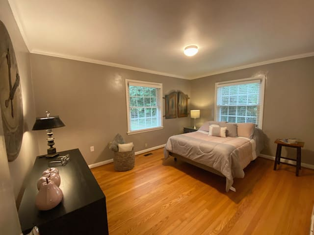 Comfy getaway in West Knoxville