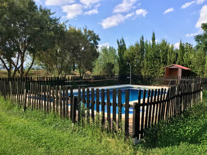 House with one bedroom in El Robledo, with wonderful mountain view, shared pool and enclosed garden