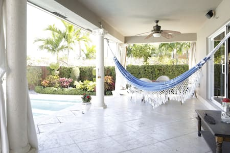 Luxury Room In Waterfront Pool Home/Bella Room - North Miami - House