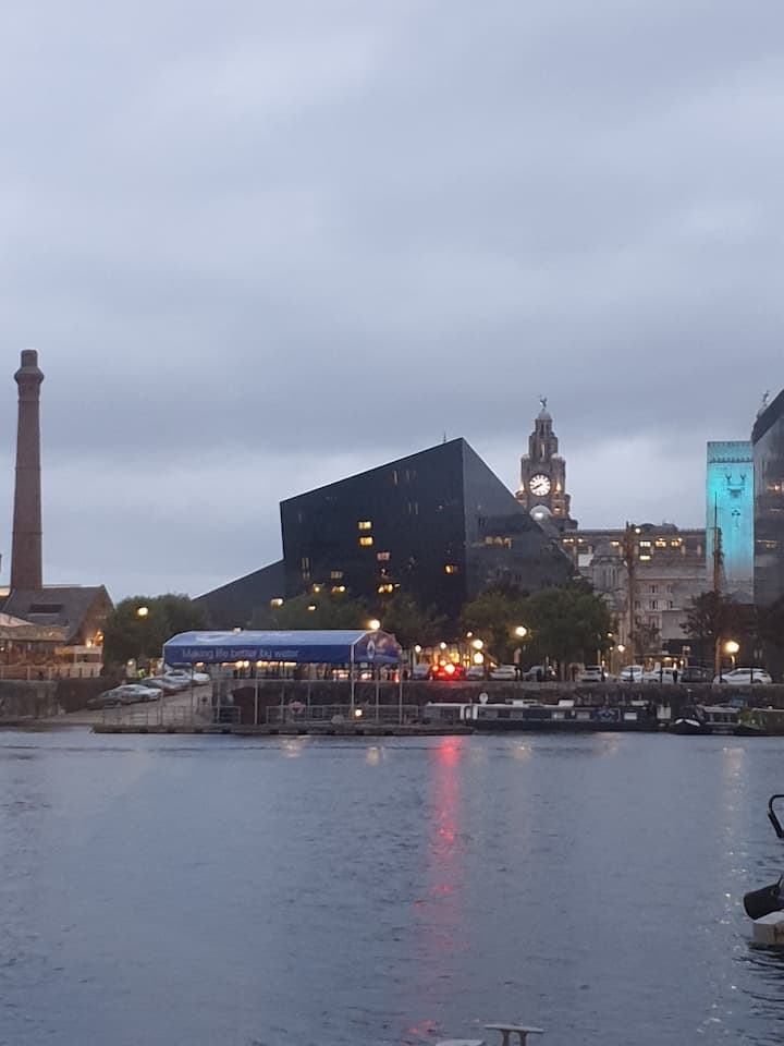 3 bedroom Family boat Liverpool