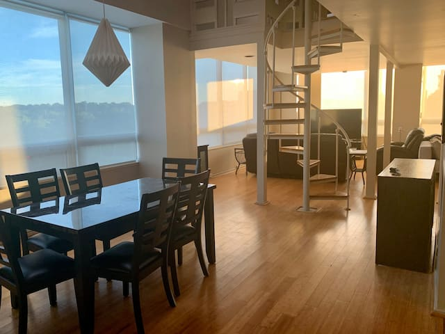 Unique Midtown Modern 2 Story/2 Bed Loft with view