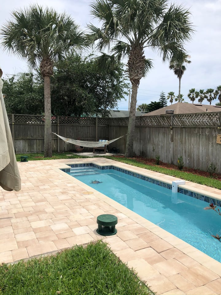 Sea Turtle Beach Cottage 2/2 with bikes and pool