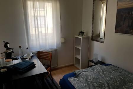 Nice and cosy room. 17min near Frankfurt